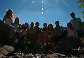 Груповое фото у благодатного ручья
