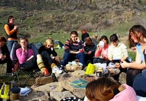 Занятия по йоге. Группа Черниговской школы йоги на семинаре в Крыму, май 2011 г.
