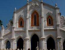Буддийская школа в католическом храме
