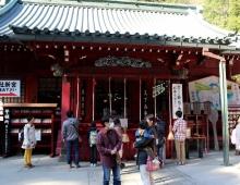 箱根神社は箱根の山の神に捧げられています。- Храм Хаконе-Дзинья посвящен горному богу Хоконе