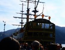 芦ノ湖に船 - корабль на озере Аси