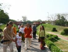 По дороге в храм