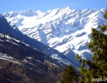 Заснеженные горы.