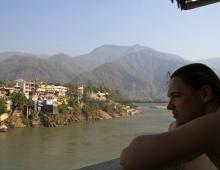 Вид на гангу и подвесной мост Рама Джхула. Инструктор Черниговского отделения УФЙ Левенец Александр
