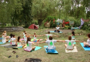 Практика йоги на фестивале в Количевке.